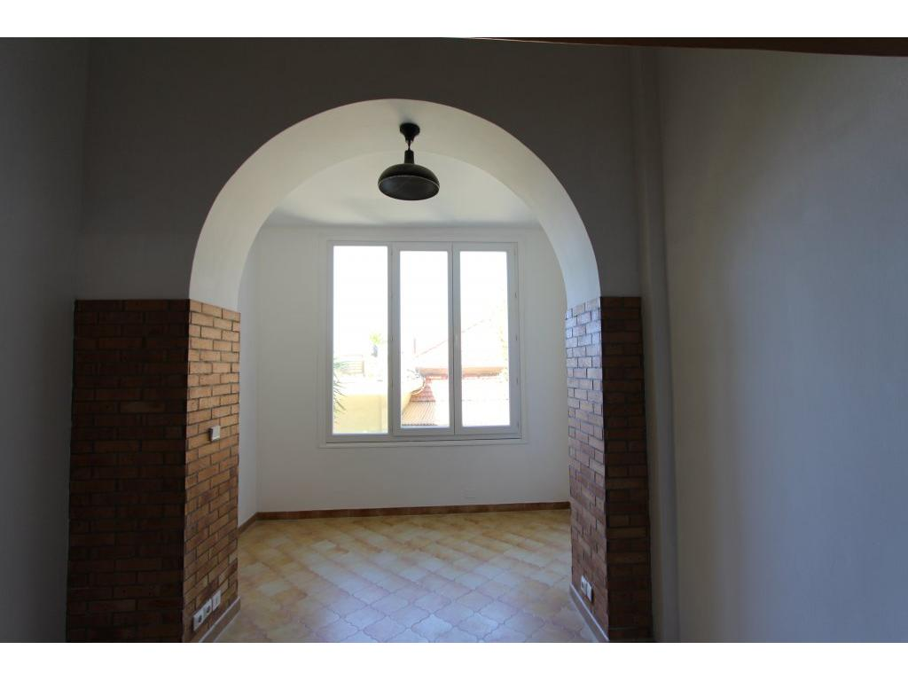 Immobilier appartement nice proche mer et tramway rue de for Immobilier atypique nice