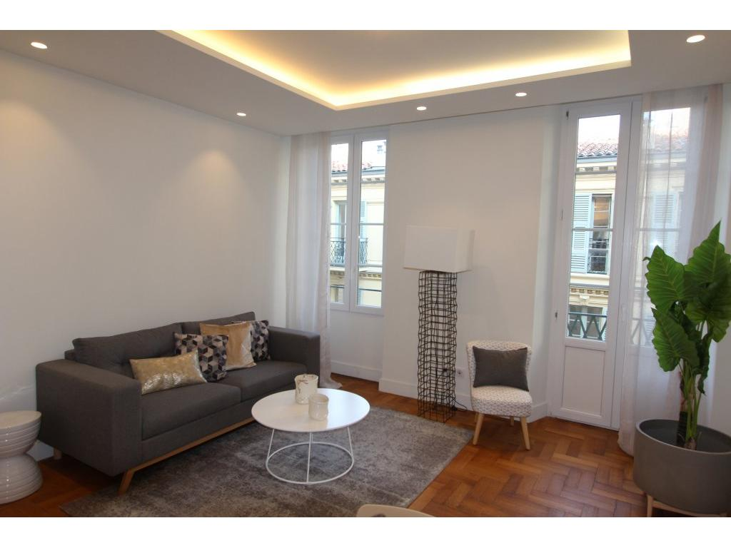 NICE/COEUR CARRE D'OR - APPARTEMENT 3 PIECES - BALCON - PROCHE MER