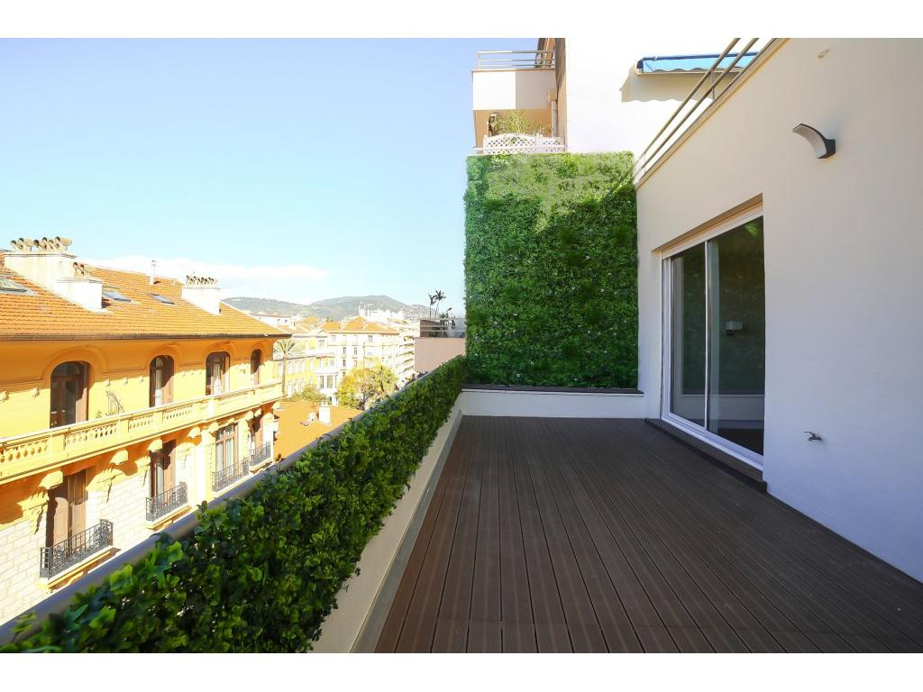 NICE/CARRE D'OR - APPARTEMENT 3 PIECES TERRASSE 22M2